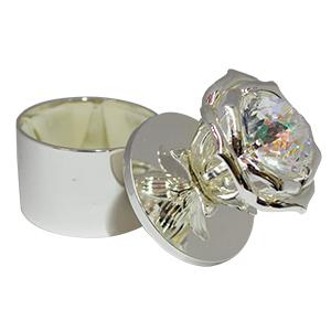 Caja de metal para anillo diseño rosa blanca con diamante de 8.5x8cm