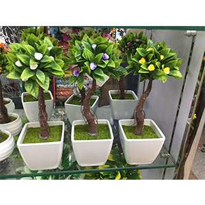 Arbol c/flores blancas en maceta d/melamina blanca