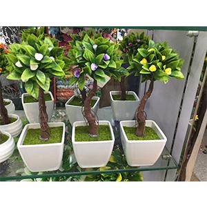 Arbol c/flores amarillas en maceta d/melamina blanca