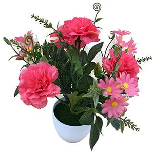 Maceta de melamina con flores de clavel fiusha