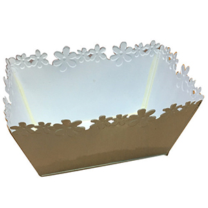 Maceta de lamina rectangular de lamina blanca con diseño de flores en la orilla de 22x14cm