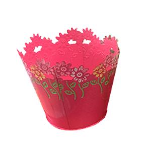 Maceta de lamina redonda rosa con diseño de flores de colores en el contorno de 15x13cm