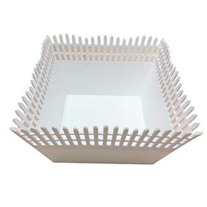 Maceta de plastico cuadrada calada blanca