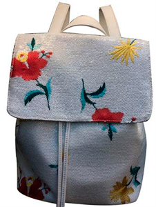 Back Pack con lentejuelas blancas con bordado