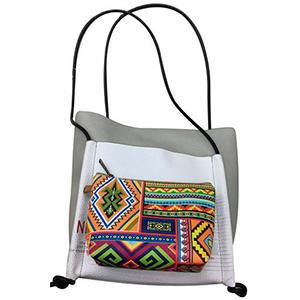 Bolsa de dama azul con diseño de colores