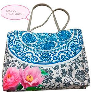 Bolsa de dama diseño greca azul con flores
