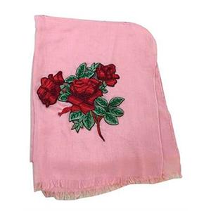 Pashmina rosa con rosas rojas