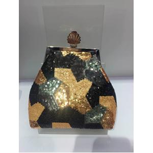 Bolsa de mano forrada con lentejuelas doradas y megras