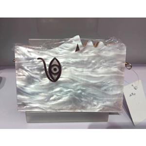 Bolso de mano diseño rostro en color nacarado