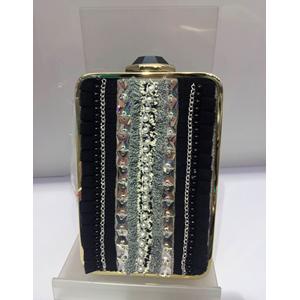 Bolso de mano de metal dorado c/ negro y bordes de tela