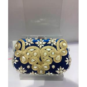Bolsa de mano azul rey con bordado y pedreria en dorado
