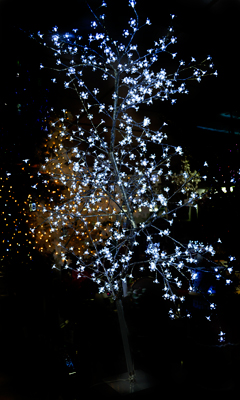 Árbol de cereza plateado c/600 luces led blancas de 220cm