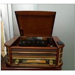Radio c/tornamesa y entrada USB tipo antiguo en color café