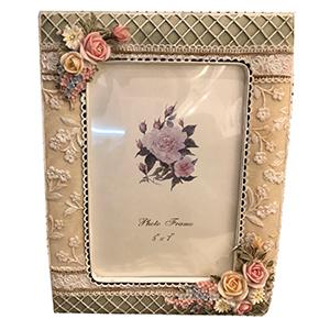 Portarretratos con diseño de rosas en las esquinas.de 13x18cm