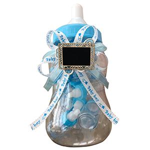 Biberón de plástico con biberones azules