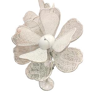 Flor blanca con luz de 1.55 m