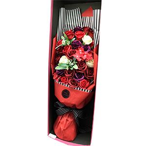 Ramo de rosas rojas en estuche