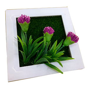 Maceta cuadrada blanca con flores morada