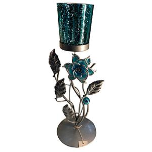 Candelabro de metal diseño flor con vaso de cristal azul