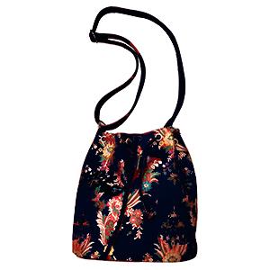 Bolsa tipo mochila negra con flores diseño Oriental