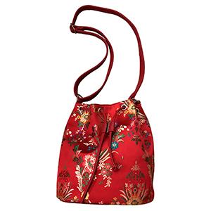 Bolsa tipo mochila roja con flores diseño Oriental