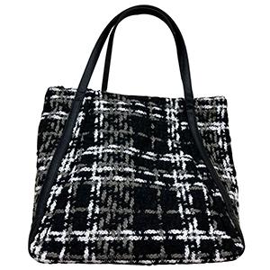 Bolsa de mano diseño lona negra a cuadros blancos y grises
