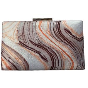 Bolsa de mano dorada diseño marmol