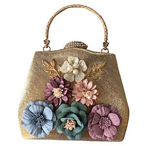Bolsa dorada de mano con flores