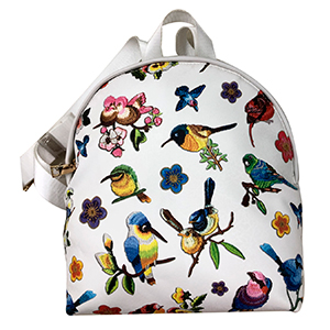 BackPack blanca con diseño de aves y flores