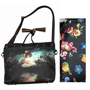Bolsa de dama negra con diseño de flores y aves