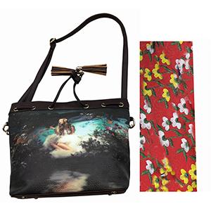 Bolsa de dama roja con diseño de flores