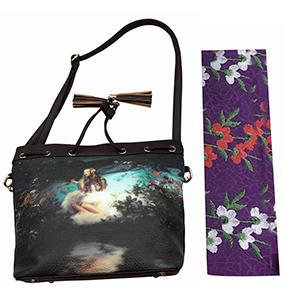 Bolsa de dama morada con diseño de flores