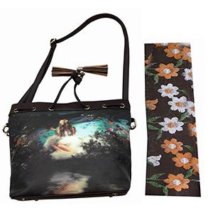 Bolsa de dama café con diseño de flores