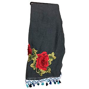 Bufanda gris con flor roja