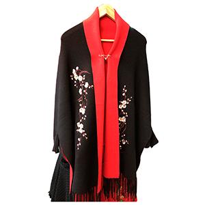 Poncho negro y rojo con flores