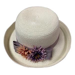 Sombrero blanco con flor morada