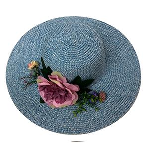 Sombrero azul con flor