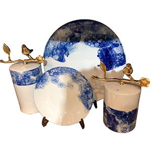 Tibor redondo con tapa blanco con azul y asa con flores de 23cm